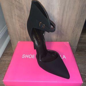 Shoe Republic La Style Makira Black Pump w/ Ankle